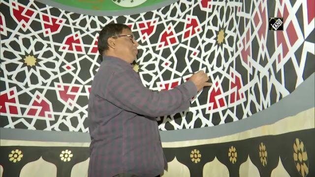 মসজিদে উর্দু শ্লোক লেখেন হিন্দু শিল্পী